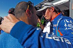 Scott Dixon, Chip Ganassi Racing Honda is congratulated by teammate Tony Kanaan, Chip Ganassi Racing