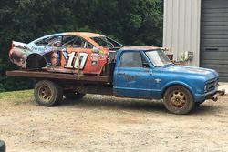 Danica Patrick'in kazalı aracı Dale Earnhardt Jr.'ın araba mezarlığına gidiyor