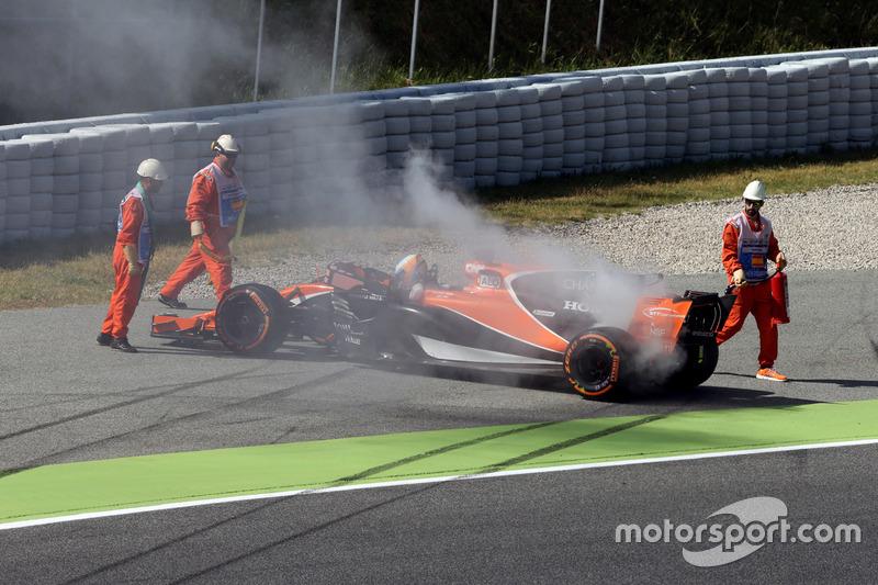 Фернандо Алонсо, McLaren MCL32, зупинився на трасі