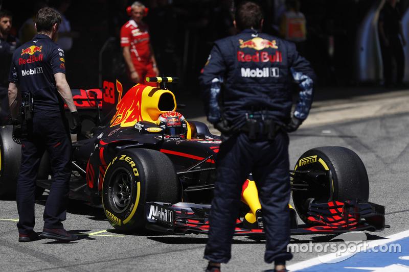 Max Verstappen, Red Bull Racing RB13, outside the Red Bull garage