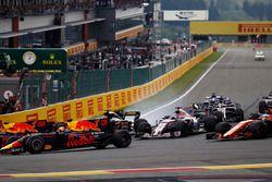 Max Verstappen, Red Bull Racing RB13, Daniel Ricciardo, Red Bull Racing RB13, Sergio Pérez, Sahara F