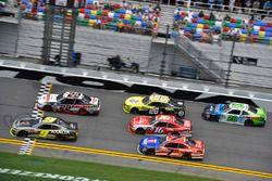 William Byron, JR Motorsports Chevrolet and Joey Logano, Team Penske Ford