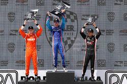 Podium: race winner Scott Dixon, Chip Ganassi Racing Honda, second place Josef Newgarden, Team Pensk