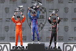 Podium: race winner Scott Dixon, Chip Ganassi Racing Honda, second place Josef Newgarden, Team Penske Chevrolet, third place Helio Castroneves, Team Penske Chevrolet