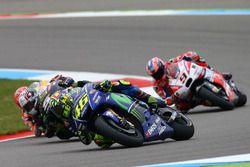 Valentino Rossi, Yamaha Factory Racing va largo prima di essere toccato da Johann Zarco, Monster Ya