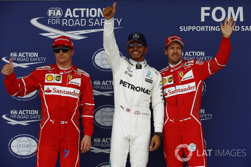 Ganador de a pole Lewis Hamilton, Mercedes AMG F1, segundo puesto Kimi Raikkonen, Ferrari y el tercer puesto Sebastian Vettel, Ferrari