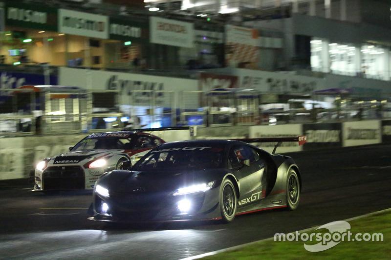 前夜祭でのNSX GT3とGT-R NISMO GT3のデモラン