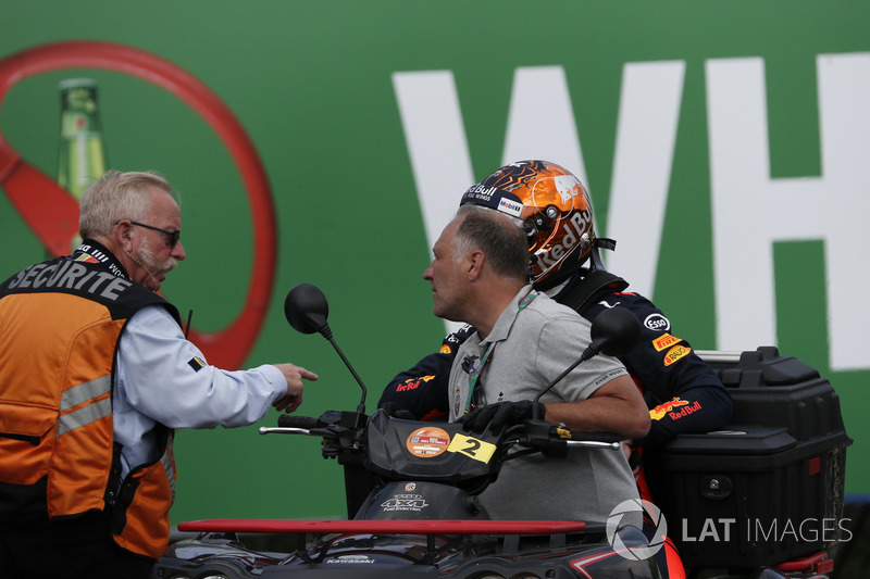Max Verstappen, Red Bull Racing, se retira d ela carrera