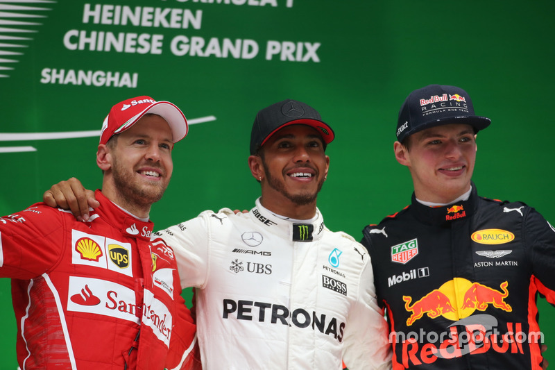 LEWIS HAMILTON AND SEBASTIAN VETTEL WITH A YOUNG FAN