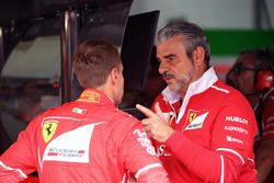 Sebastian Vettel, Ferrari y Maurizio Arrivabene, director Ferrari Team