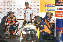 Marc Marquez, Repsol Honda Team; Cal Crutchlow, Team LCR Honda