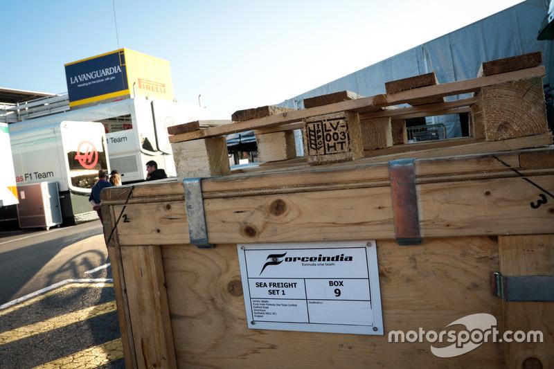 Sahara Force India F1 Team carga hacia Melbourne