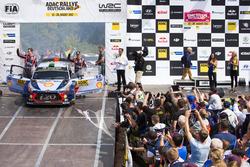 Podium: Hayden Paddon, Sebastian Marshall, Hyundai i20 WRC, Hyundai Motorsport