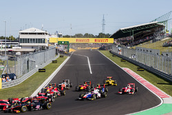 Sergio Canamasas, Rapax, Santino Ferrucci, Trident, Charles Leclerc, PREMA Powerteam at the start of the race