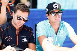 Jérôme d'Ambrosio, Dragon Racing, y Nelson Piquet Jr., NEXTEV TCR Formula E Team, firma autógrafos p
