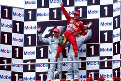 Podium: Race winner Rubens Barrichello, Ferrari F1 2000, second place Mika Hakkinen, Mclaren MP4-15