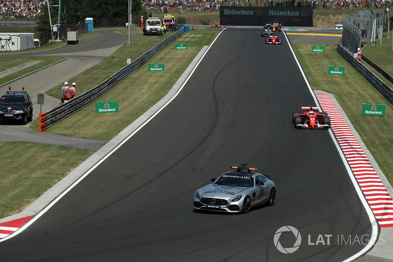 Safety Car precede Sebastian Vettel, Ferrari SF70-H