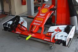 Sebastian Vettel, detalle del alerón delantero del Ferrari SF16-H
