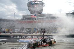 Ganador, Erik Jones, Joe Gibbs Racing Toyota