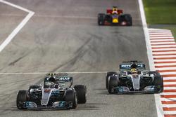 Valtteri Bottas, Mercedes F1 W08, Lewis Hamilton, Mercedes F1 W08, Max Verstappen, Red Bull Racing RB13