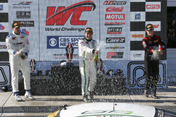 Podio: ganador de la carrera Adderly Fong, Absolute Racing, segundo lugar Patrick Long, Wright Motor