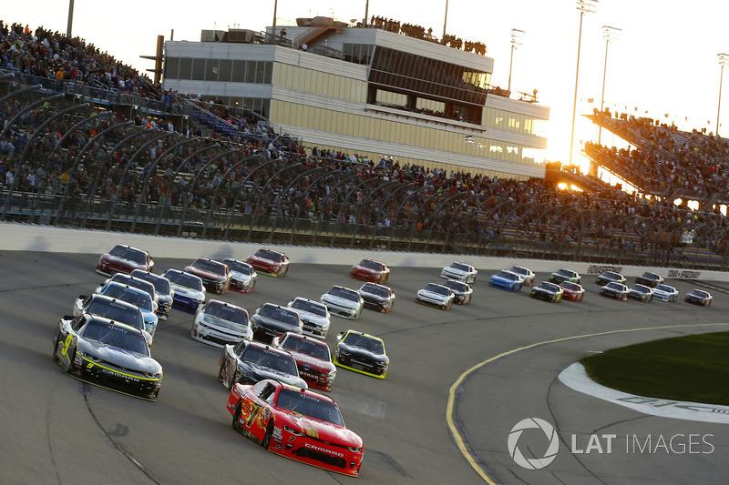 Restart: Justin Allgaier, JR Motorsports Chevrolet, William Byron, JR Motorsports Chevrolet