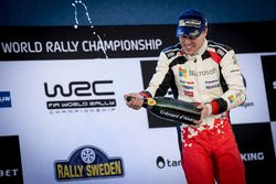 Podium: winnaar Jari-Matti Latvala, Toyota Racing