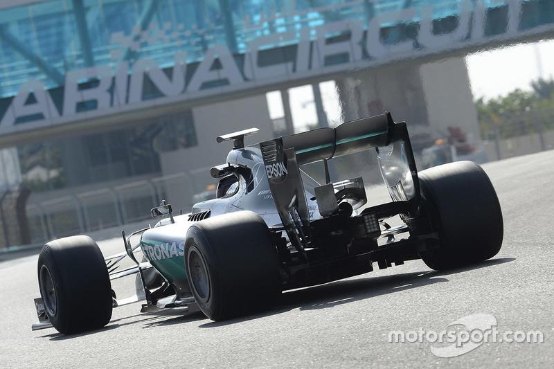 Pascal Wehrlein, Mercedes AMG F1 2017 Pirelli lastiklerini test ediyor
