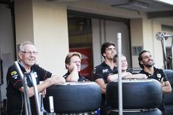 Daniel de Jong, MP Motorsport met zijn team