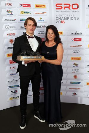 Sean Edwards Trophy winner, Jules Szymkowiak with Daphne McKinley Edwards, Chairman and Founder of S