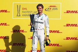 Nico Rosberg, Mercedes AMG F1 reçoit le trophée DHL du meilleur tour