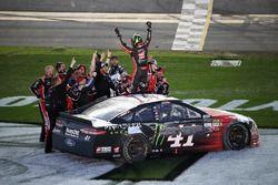 Kurt Busch, Stewart-Haas Racing Ford, celebrates his win with his team