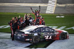 Kurt Busch, Stewart-Haas Racing Ford, celebrates his win with his team
