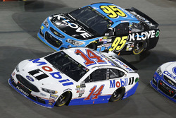 Clint Bowyer, Stewart-Haas Racing Ford Michael McDowell, Leavine Family Racing Chevrolet