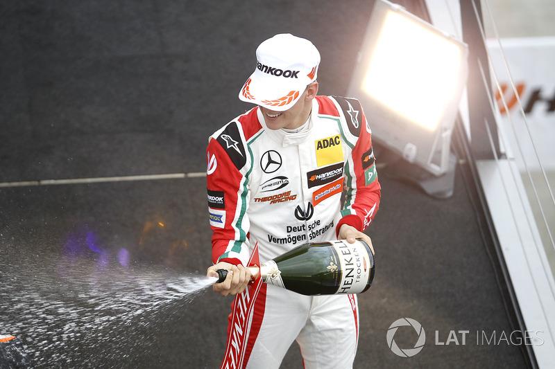 Podio de novatos: Mick Schumacher, Prema Powerteam, Dallara F317 - Mercedes-Benz