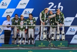 Podium: 1. Timo Bernhard, Earl Bamber, Brendon Hartley, Porsche Team, 2. Sébastien Buemi, Anthony Da
