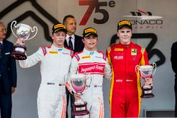 Podium : le vainqueur Nyck De Vries, Rapax, le deuxième Johnny Cecotto, Rapax, le troisième Gustav Malja, Racing Engineering