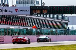 Checkerd flag #84 Mercedes-AMG Team HTP Motorsport, Mercedes-AMG GT3: Maximilian Buhk, Franck Perera