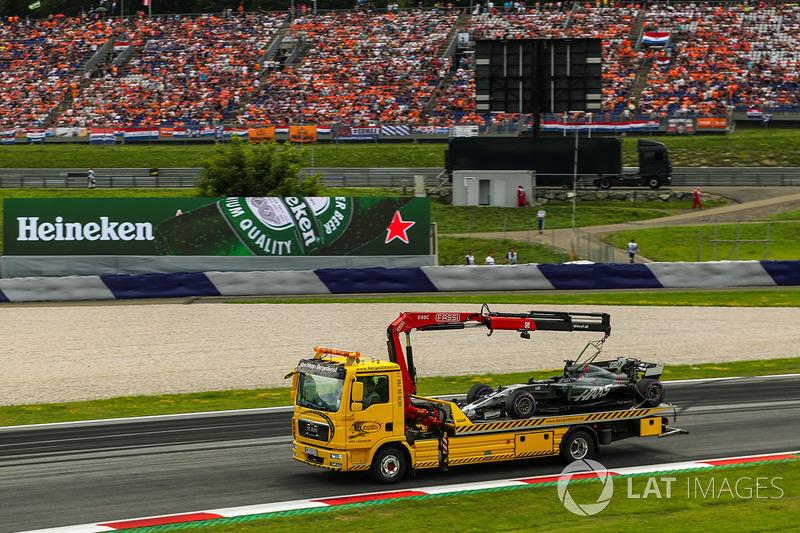 The car of Romain Grosjean, Haas F1 Team VF-17 is recovered