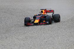 Daniel Ricciardo, Red Bull Racing RB13 gaat wijd en door de grindbak