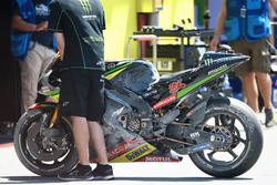 Jonas Folger, Monster Yamaha Tech 3, crashed bike