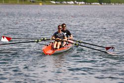 Stoffel Vandoorne, McLaren, Tom Clarkson row a boat