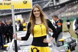 Gridgirl für Maro Engel, Mercedes-AMG Team HWA, Mercedes-AMG C63 DTM