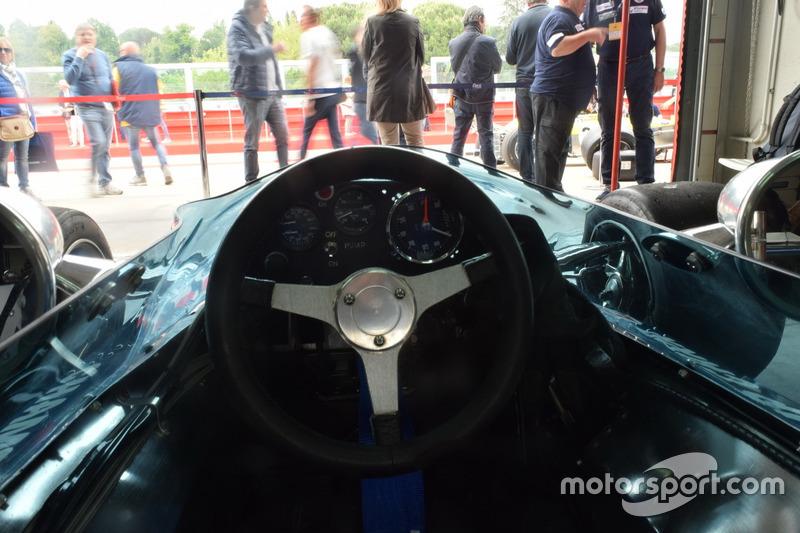 Abitacolo della Surtees TS9B di Sam Posey