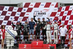 Podium GT: winners #98 Arrows Racing Lamborghini Gallardo GT3 FL2: Maxx Ebenal, Michael Choi, second