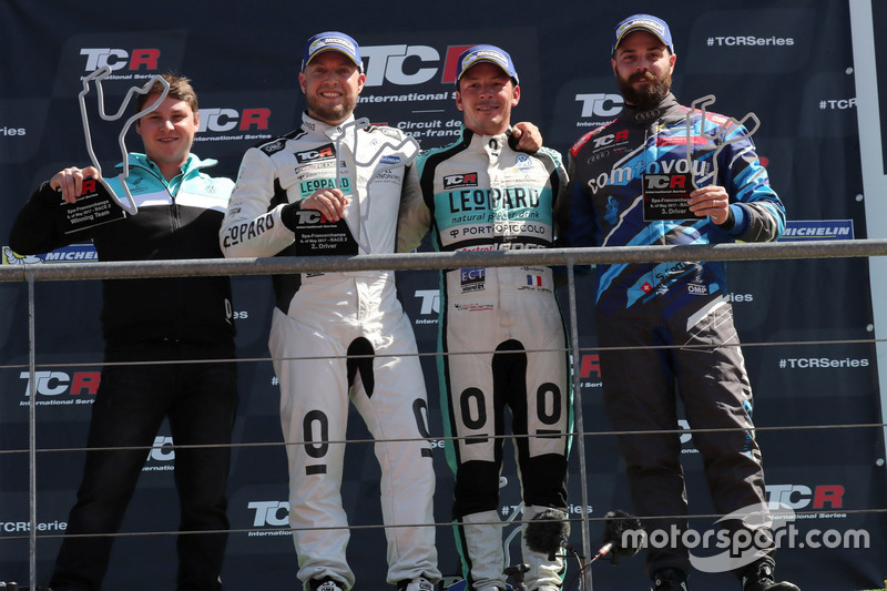 Podium: Race winnaar Jean-Karl Vernay, Leopard Racing Team WRT, Volkswagen Golf GTi TCR, tweede plaa