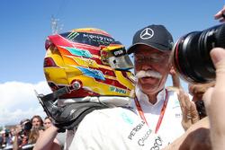 Ganador de la carrera Lewis Hamilton, Mercedes AMG F1 W08, Dr Dieter Zetsche, CEO, Mercedes Benz