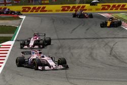 Sergio Perez, Sahara Force India F1 VJM10, Esteban Ocon, Sahara Force India F1 VJM10, Nico Hulkenberg, Renault Sport F1 Team RS17
