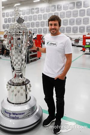 Fernando Alonso with the BorgWarner Trophy