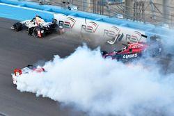 Sébastien Bourdais, Dale Coyne Racing Honda, Mikhail Aleshin, Schmidt Peterson Motorsports Honda, Marco Andretti, Andretti Autosport Honda Accidente en el inicio